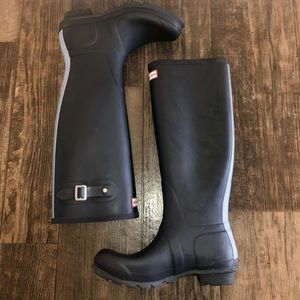HUNTER tall navy blue boots 7M/8F